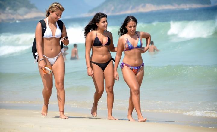 дикие пляжи фото девушек бесплатно