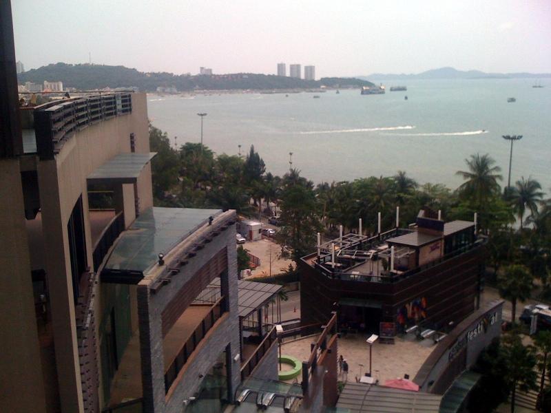 Вид из Central Festival
