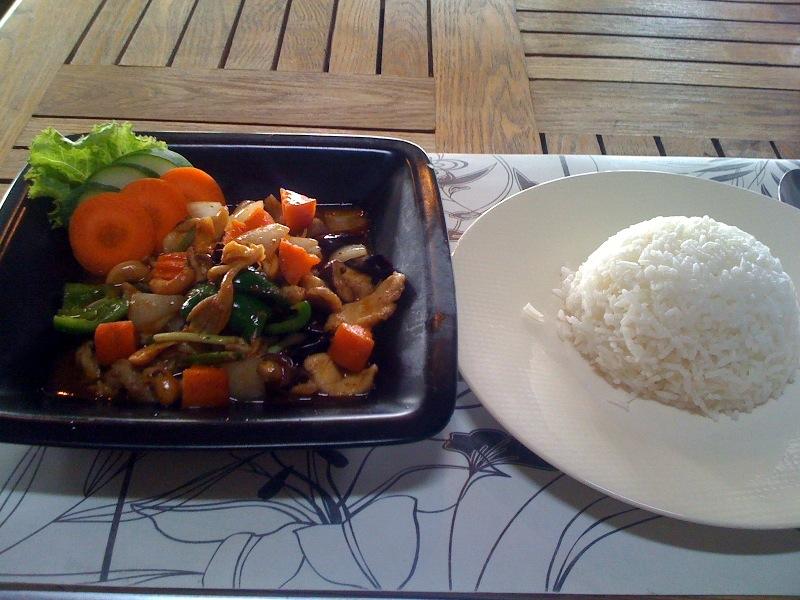 Рис с курицой и орешками кешью