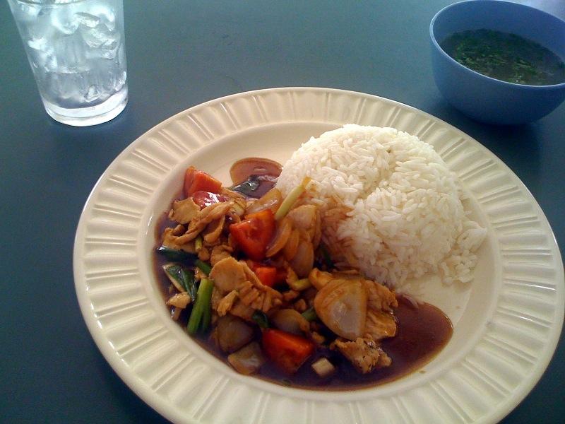 Курица с луком и овощами