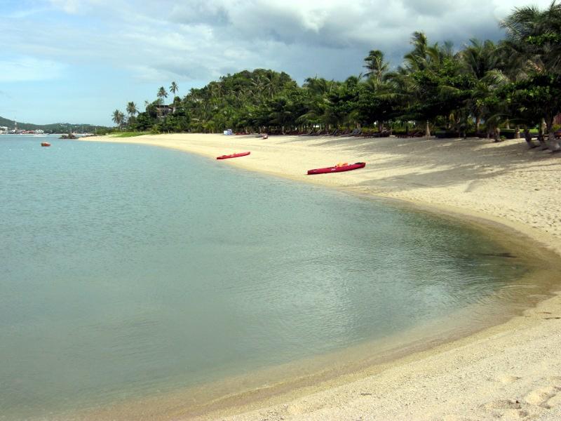 Спокойная бухточка между пляжами